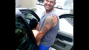 Голубоглазая поебушка дрюкается с с татуированным парнем