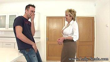 Толстозадая домработница обязана сношаться с господином