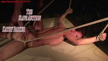 Негритос бродит к подружке в гости и пердолит ее перед камерой в разное время