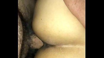 Красивая белокурая шлюха принимает вафлю на бритый лобок