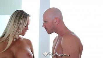 Менеджер по клинингу позволяет лапать её анус