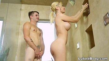 Шлюха-блондинка аня олсен соглашается на попа с длинным членом